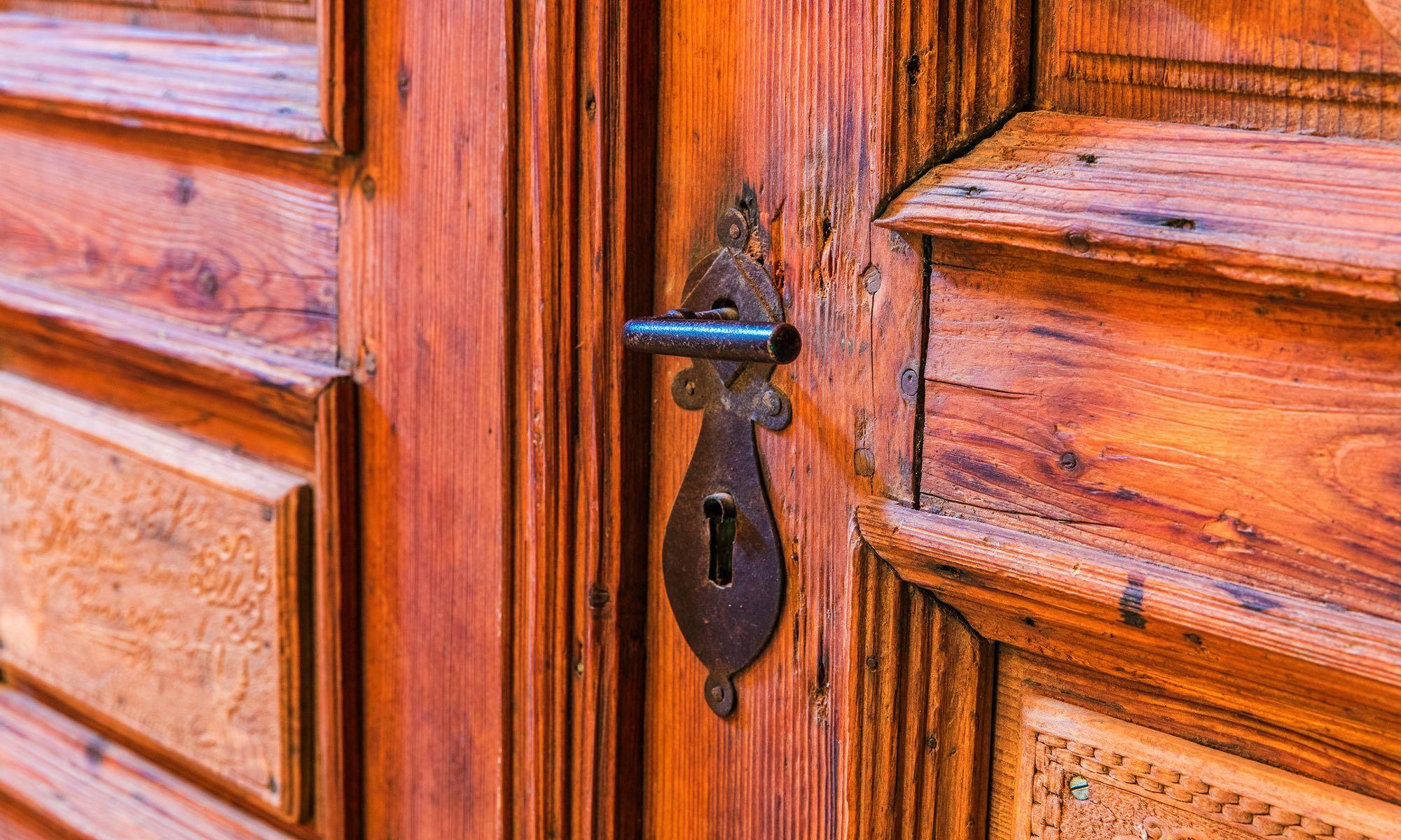 Türgriff der rustikalen Eingangstür
